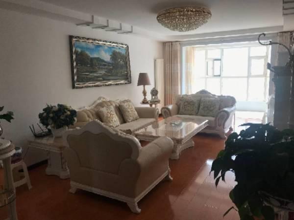 出售金座晟锦A区3室2厅2卫153平米186万住宅